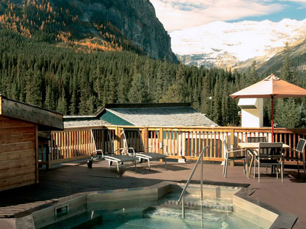 Deer Lodge – Lake Louise