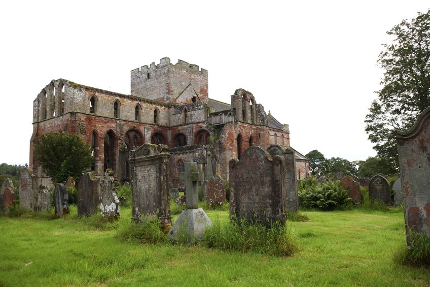 Het 12e-eeuwse klooster Lanercost Priory langs Hadrian's Wall